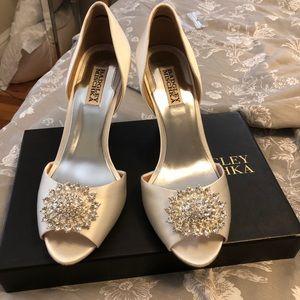 Badgley Mishka Ivory Satin shoe size 9
